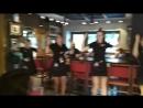 Так весело в Hard Rock Cafe танцуют все