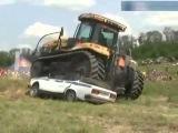 Жесть! Трактор переехал автомобиль ДПС ГАИ!