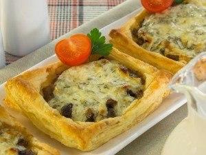 Тарты с грибами под сметанно-сырным соусом Очень вкусные