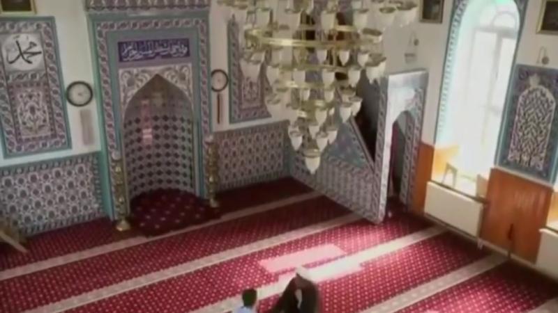 Шиитский гей мулла Таха уехал из Ирана для того что бы женить геев.mp4