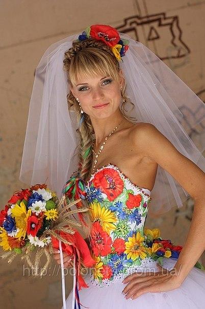 У нас біла весільна сукня в ужиток