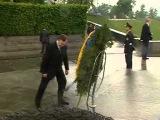 На президента Украины упал венок 8 фото + видео » Триникси   Вселенная Развлечений  Картинки, приколы, видео, флэш