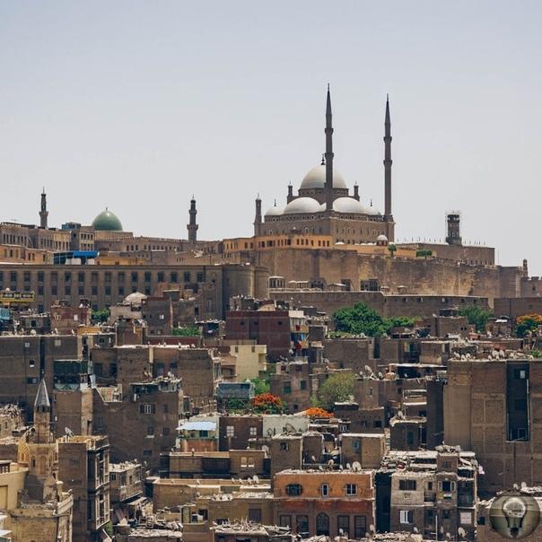 РЕМЕСЛА КАИРА: ФОТОЗАРИСОВКИ. Ч.-1 Среди оживленных улиц исторического квартала Каира множество мелких мастерских и сейчас поддерживают многовековые традиции ремесленного производства. На