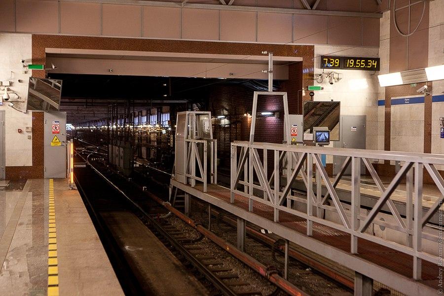 Метро Парнас станция лифты платформа