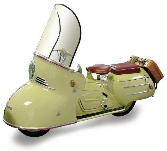 Представленный в 1950 году Maicomobil, хоть и был оснащен всего 150-кубовым двигателем, может считаться предком современных туреров
