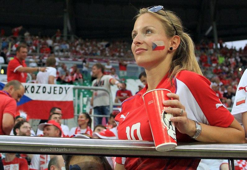 Девушки футбольные болельщицы на Чемпионате Европы 2012, Чехия