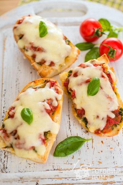 Запеченные бутерброды с сыром и томатами