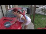 Бывалая прожженная мамка с большой грудью моет машину желающим  [порно молодые мамки, секс порно мамки, скачать порно мамки]