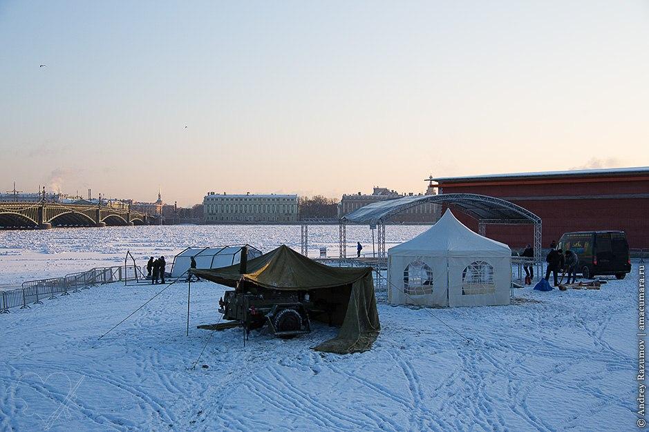 Подготовка к крещенским купаниям в Петербурге