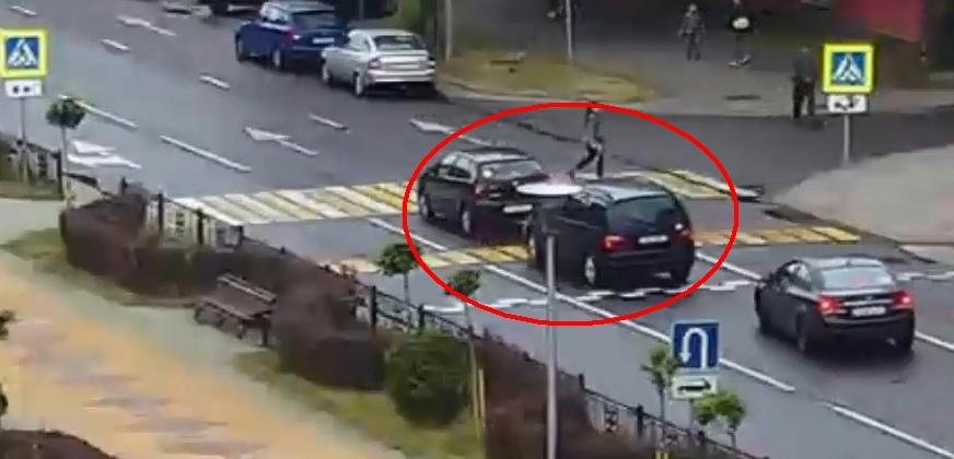 Поучительное видео для тех, кто уверен в собственной безопасности на пешеходном переходе