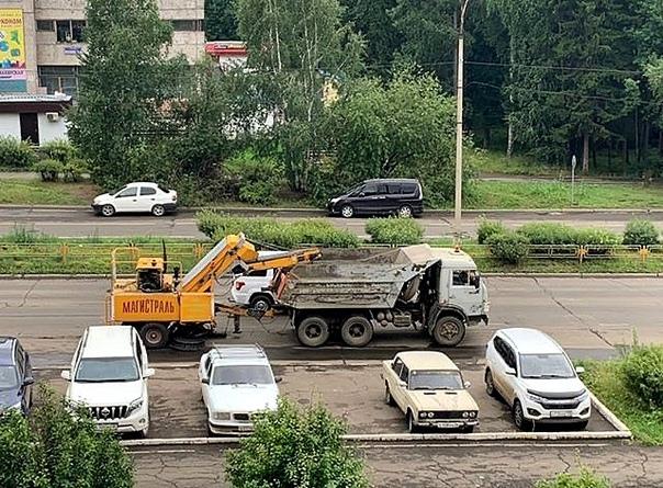 Уборка щебня после ремонта дорог