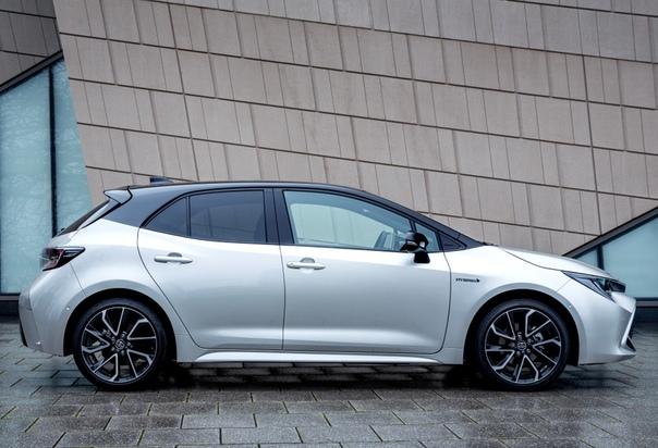 Авто обзор : Toyota Corolla Hybrid Двигатель: 1.8 R4 , электромотор Мощность ДВС: 98 л.с. при 5200 об/мин Крутящий момент ДВС: 142 Нм при 3600 об/мин Общая мощность: 122 л.с. Макс. скорость: 180