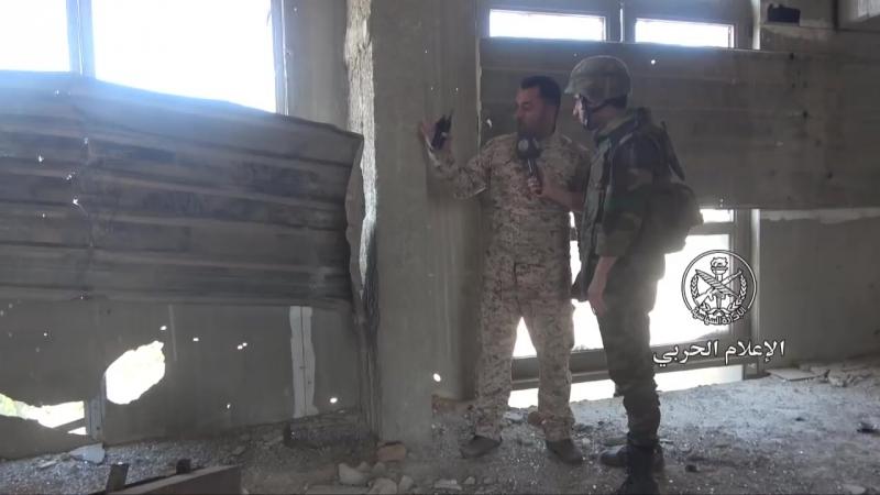 Des chars de combat et des BMP de l'armée arabe syrienne tirent sur des positions de DAESH dans le sud de Damas