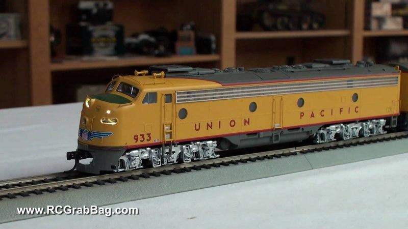 Walthers UP EMD E8 City Train
