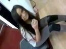 Девушка сидит на вибраторе РЖАКА =