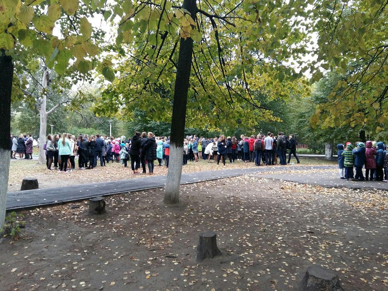 Школы Нижнего Новгорода массово эвакуируют из-за сообщений бомбе