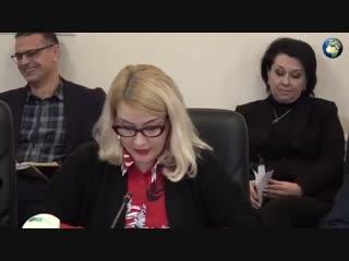 Чиновник включил порно во время совещания и выбежал из зала
