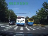 Для ГАИ Алматы! Автобус в наглую подрезает! Дата 24 июня 2013 год