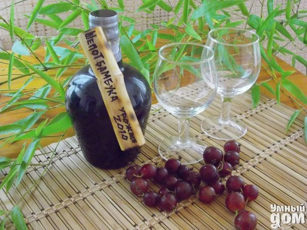 🍷Проверенный рецепт виноградного вина от нашей подписчицы!🍷 Я делаю из винограда черного. Наполняю трехлитровую банку не до верху(горлышко оставляем свободным), ягоду не моем, только обдираем с веточек, засыпаю 300 граммами сахара, закрываем пластиковой крышкой и ставим в темное, теплое место на 56 дней. Не мешать, не давить, ничего не делать! через 56 дней вскрыть, попробовать на сахар, если мало, то добавляем сахар и оставляем еще на 2 недели. Если нормально, то цедим очень тщательно, с 3х…