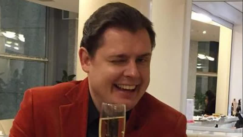 Бухой маэстро Понасенков попускается подсосами-эстетами на собственной встрече