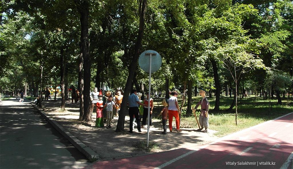 Алдар Косе скульптуры сказок Центральный Парк Горького Алматы