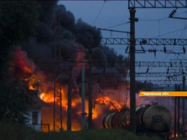 Відео новини - На Черкащині рано вранці зійшли з рейок 20 цистерн з важкими нафтопродуктами   «Факти»