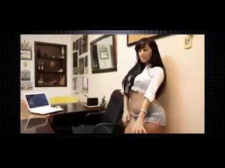 Скрытая камера в офисе - а чем занимается секретарша ?