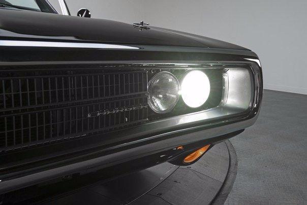 Dodge Charger R/T 1970 Производится с 1966 г. до сегодняшнего дня.(Совершенствуясь, конечно.)