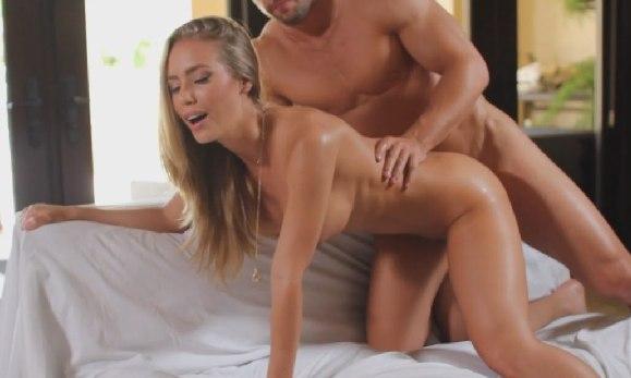 Зрелая нежно занимается сексом