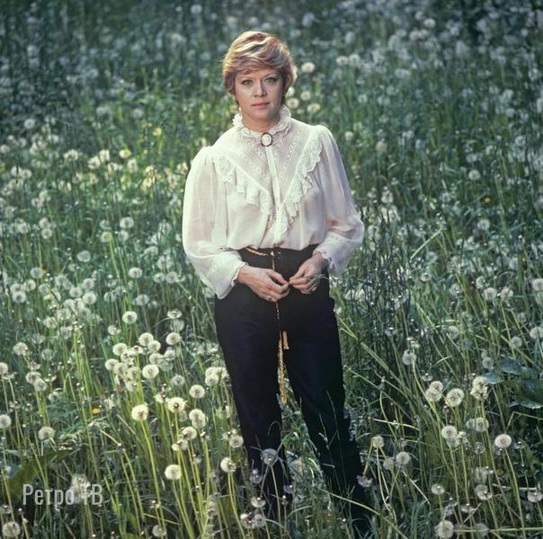 Алиса Фрейндлих в одуванчикахКакие ваши любимые цитаты  ее героев , которых она сыграла