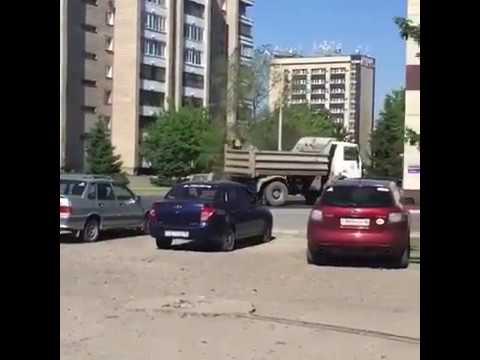 Посыпают дорогу песком, Усть-Каменогорск