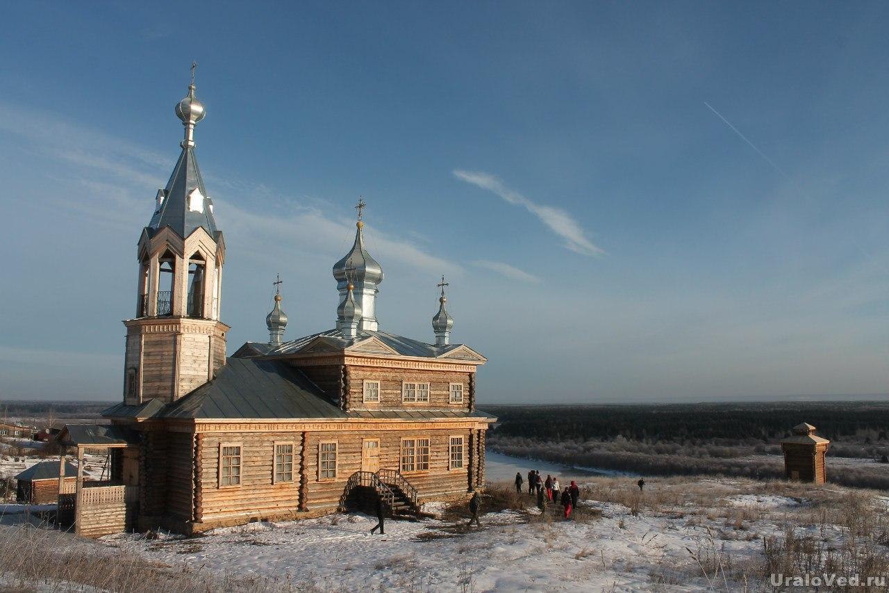 Недавно построенная деревянная церковь в Чердыни
