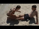 Бесстыжая девушка на пляже