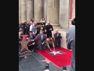 Snoop dogg получил звезду на аллее славы в голливуде [nr]