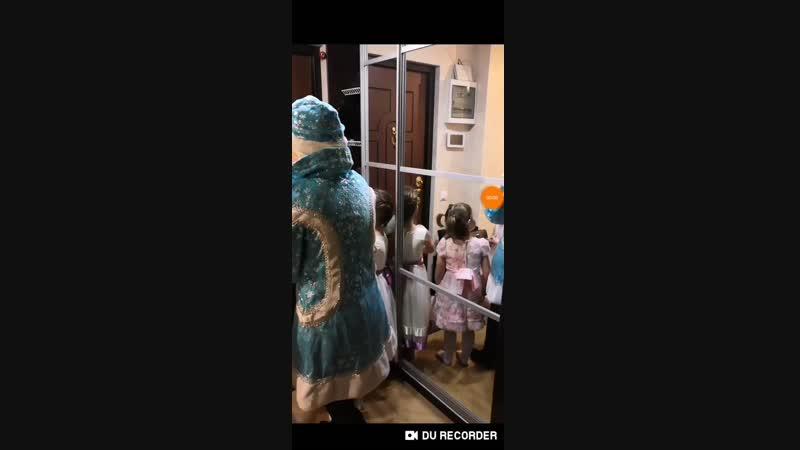 Замечательный праздник для наших деток Долгожданная встреча с Дедом Морозом и конечно же получение заветных подарков🎤 Тепе
