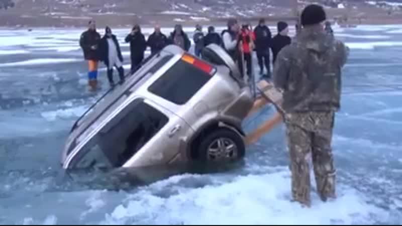 Утопили машину на зимней рыбалке.