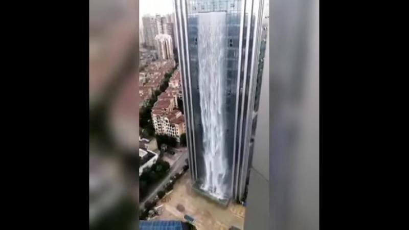 небоскреб со 100 метровым водопадом в Китае