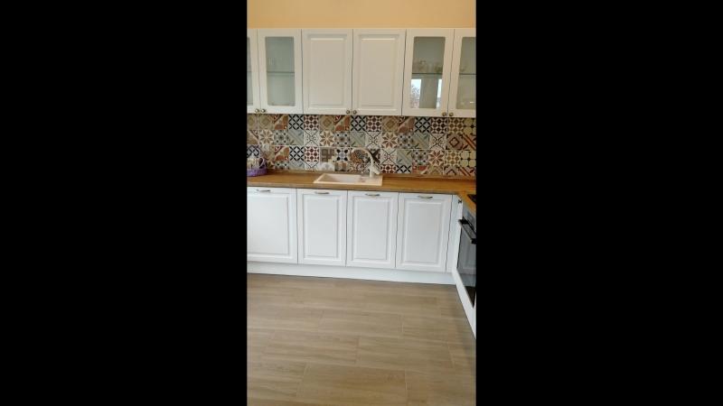 Кухня в частном доме 2890мм на 2690мм исполнена как всегда на фурнитуре BLUM из фабричных фасадов фирмы