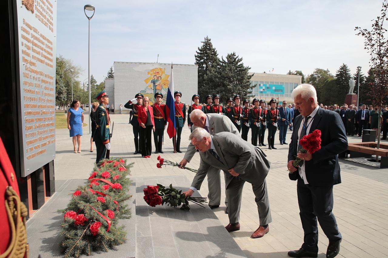 Недалеко от Таганрога открылся памятный знак «Матвеев Курган - рубеж воинской доблести»