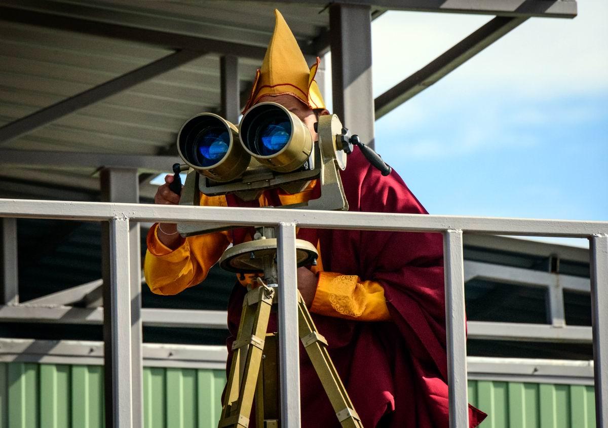 Высоко сижу, далеко гляжу!: Буддийский монах и блага современной цивилизации