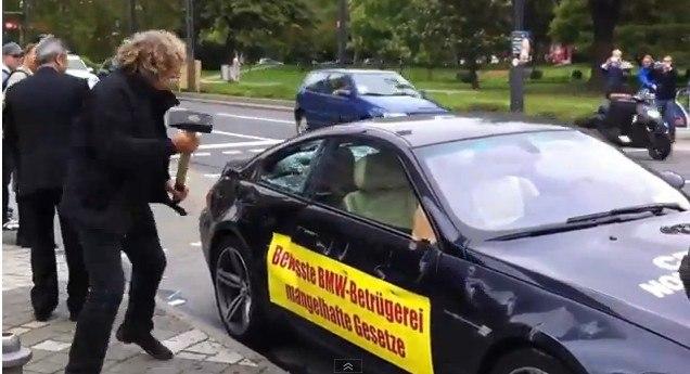 Владелец разгромил кувалдой свою BMW
