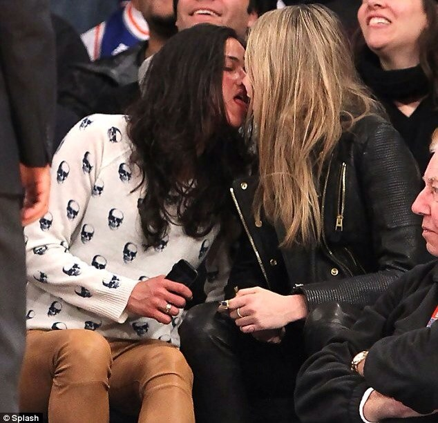 cara delevingne and michelle rodriguez - 612×563