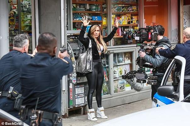 Дженнифер Лопес на съемках Джиджи Хадид с мамойКристен БеллМарк Уолберг