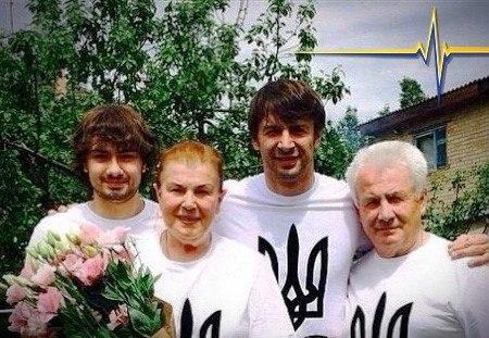 Сашо с семьей патриоты лайк