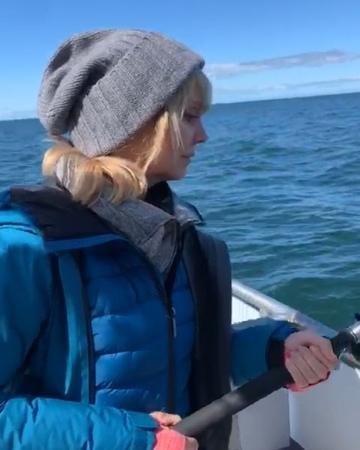 """VALERIYA on Instagram: """"Ловилась рыбка как-то вяленько, наверное, надо было вчера идти на рыбалку - ведь четверг - рыбный день. 😂исландия iceland..."""