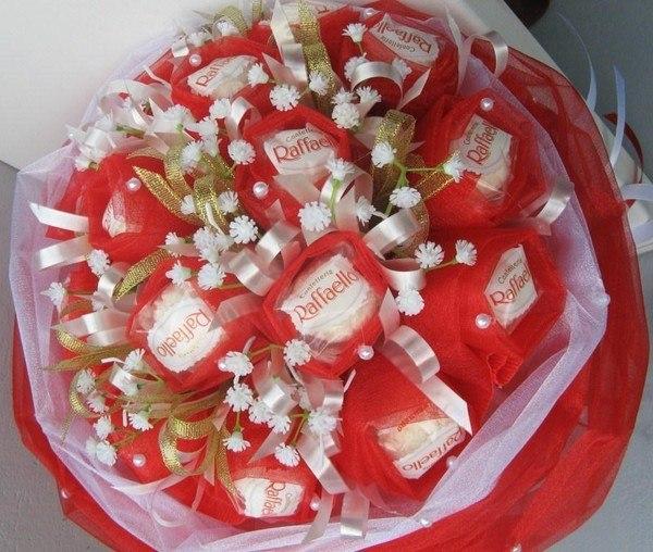 Букеты из конфет и лент своими руками