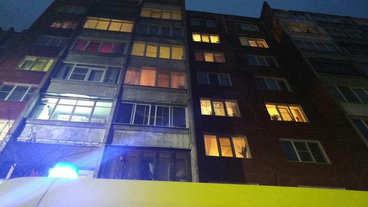 В Твери погиб местный житель, упав с балкона пятого этажа