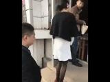 Юбка в попе застряла 😂