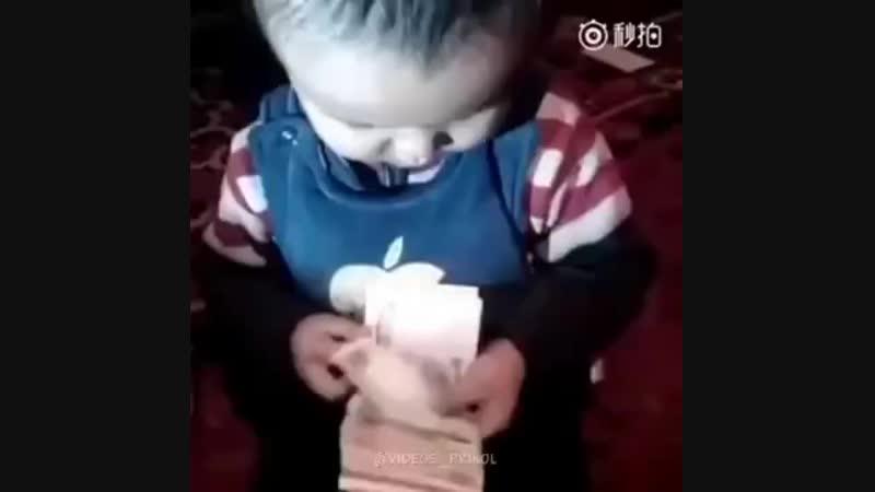 Этот ребенок далеко пойдет )