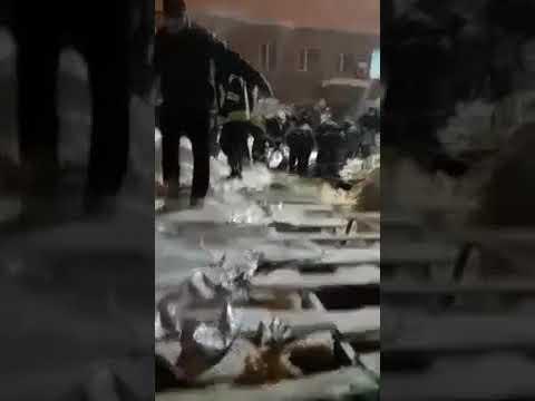 Три человека пострадали в результате обрушения крыши здания в Харькове